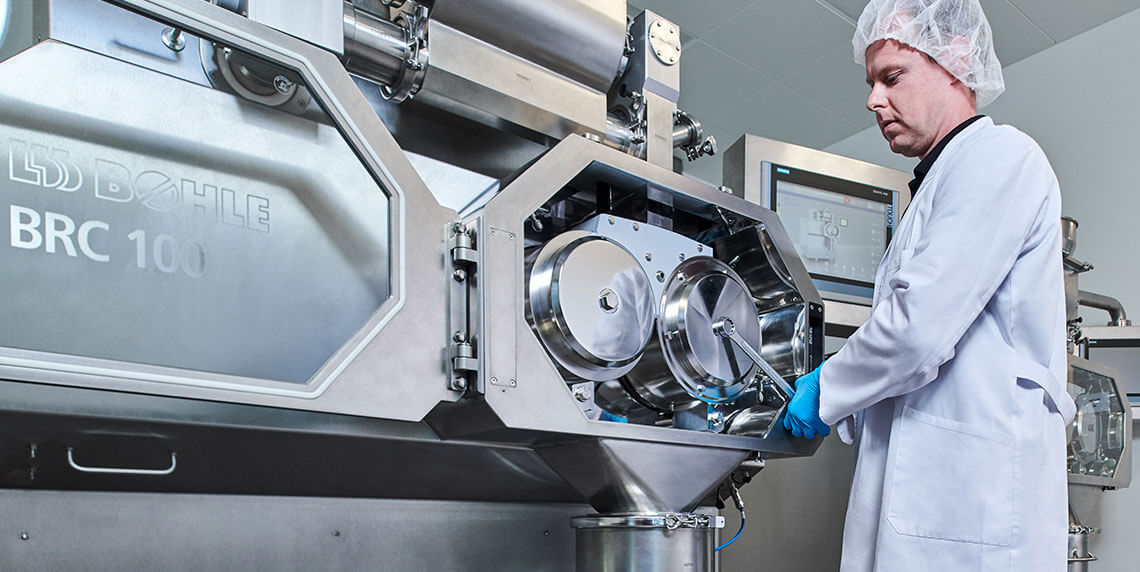 Customer testing our machines for all process steps of pharmaceutical solids production